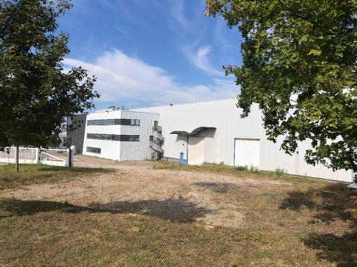 CHAPONNAY  – BATIMENT D'ACTIVITE à louer (13 000m² de foncier + 3 300m² de bâtiment)