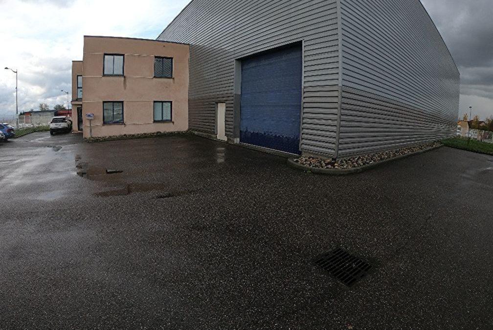 Local d'activité – Aéroport Lyon (1 448 m2)